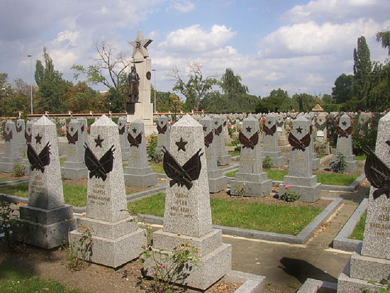 Red_Army_section_Olsany_Cemetery_Prague