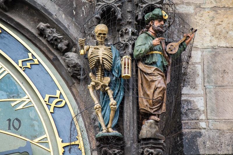 Statues_on_Prague_Astronomical_Clock