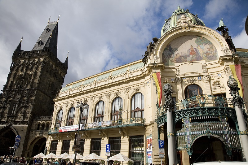 The Municipal House (Obecn' Dum) is one of the most romantic spots in Prague